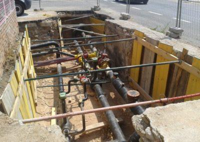 Intercalación de válvulas y T en tubos de acero
