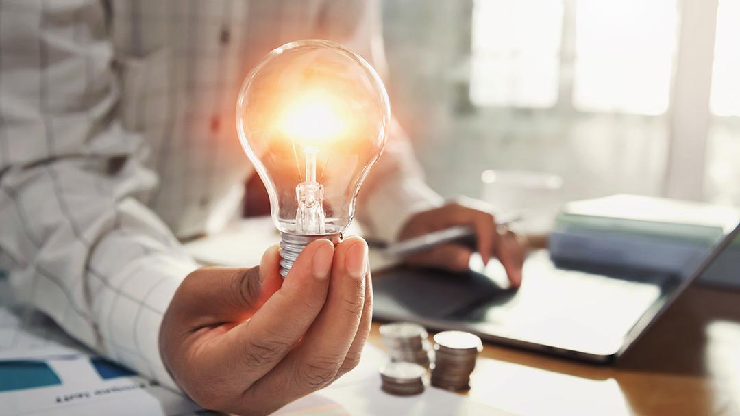 La energía fotovoltaica como solución a la subida incontrolada de la luz.
