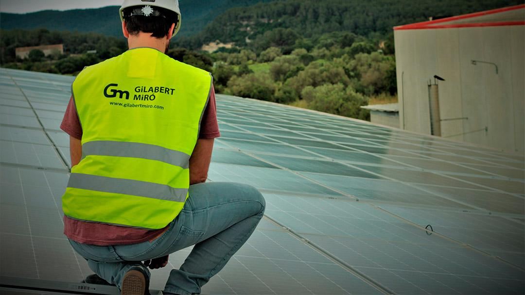 La importancia de confiar en profesionales con experiencia en la instalación de placas fotovoltaicas.